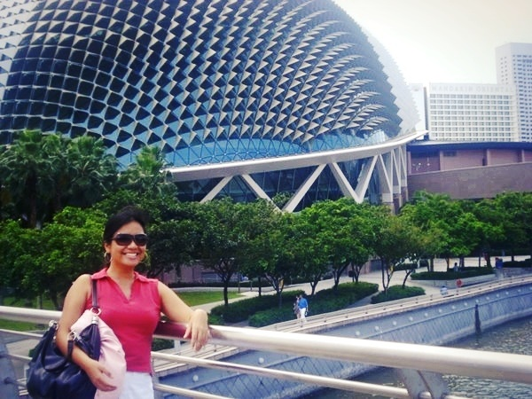 "The quintessential ""OFW shot"" (as my college friends put it) at the Esplanade - Theatres on the Bay"