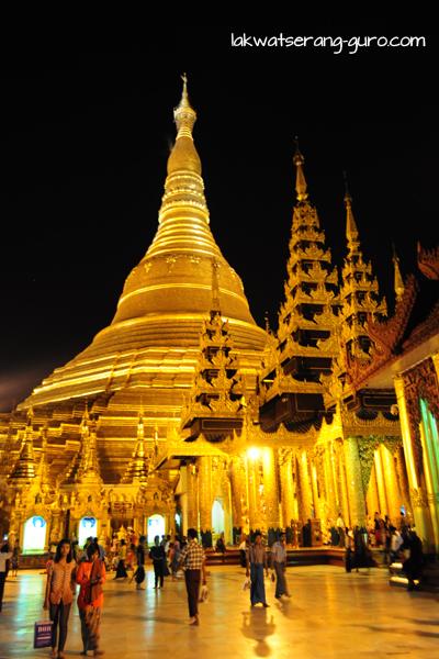 Shwedagon Paya. Even more magnificent at night.