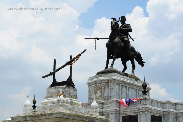 Monument to King Naresuan the Great