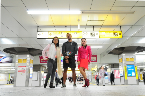 Three classy cheapskates at the Akihabara subway station