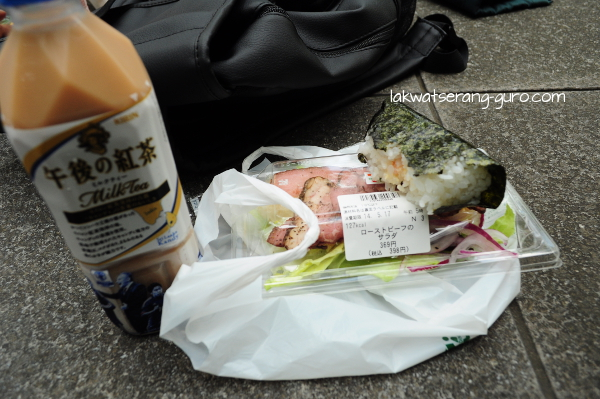 Not-so-cheap snacks bought in 7-11: meat with salad, onigiri, and milk tea. I love that even the salad includes a calorie count.
