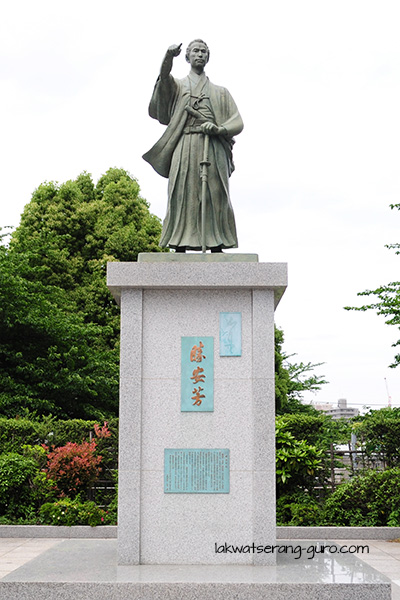Bronze statue of Katsu Kaishū, a naval engineer who held posts in the navy during the Tokugawa Era.