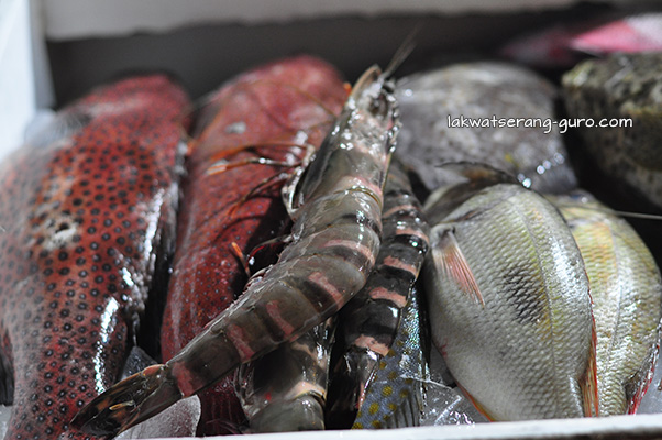 Fresh seafood. Look at that sugpo. Yum.